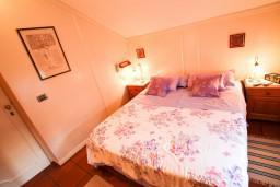 Спальня 2. Будванская ривьера, Черногория, Будва : 2-х этажный люкс апартамент для 5-6 человек, 3 отдельные спальни, с балконом с видом на море