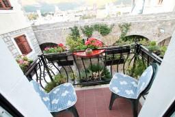 Балкон. Будванская ривьера, Черногория, Будва : 2-х этажный люкс апартамент для 5-6 человек, 3 отдельные спальни, с балконом с видом на море