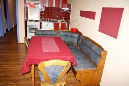 Гостиная. Будванская ривьера, Черногория, Будва : Апартамент для 6-8 человек, 3 отдельные спальни