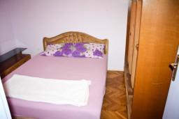 Спальня 2. Будванская ривьера, Черногория, Будва : Апартамент для 6-8 человек, 3 отдельные спальни