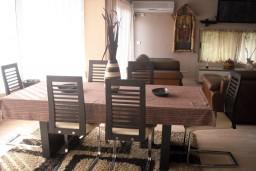 Кухня. Будванская ривьера, Черногория, Будва : Апартамент для 4 человек, 2 отдельные спальни