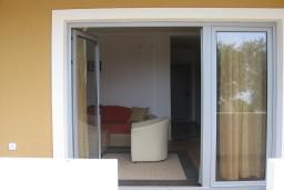 Вход. Бечичи, Черногория, Бечичи : Апартамент с отдельной спальней с террасой, приватным двориком и бассейном на территории