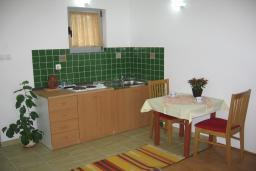 Студия (гостиная+кухня). Бечичи, Черногория, Бечичи : Студия в Бечичи с приватным двориком