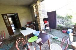 Боко-Которская бухта, Черногория, Доброта : Комната для 2 человек, с балконом с шикарным видом на залив, с общей кухней, возле моря