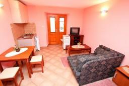 Студия (гостиная+кухня). Боко-Которская бухта, Черногория, Прчань : Студия с террасой с шикарным видом на море, возле пляжа