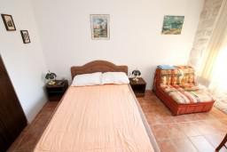 Спальня 2. Боко-Которская бухта, Черногория, Прчань : Апартамент для 4-6 человек, 2 отдельные спальни, возле моря