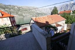 Боко-Которская бухта, Черногория, Столив : Студия для 3 человек, с балконом с видом на залив, 20 метров до моря