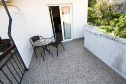 Боко-Которская бухта, Черногория, Столив : Апартамент для 2-3 человек, с отдельной спальней, с балконом с видом на залив, 20 метров до моря