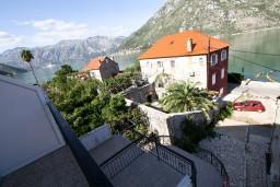 Боко-Которская бухта, Черногория, Столив : Апартамент для 2-4 человек, с отдельной спальней, с балконом с шикарным видом на залив, 20 метров до моря