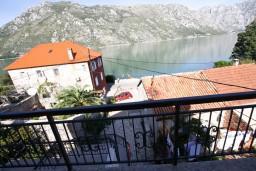 Вид на море. Боко-Которская бухта, Черногория, Столив : Апартамент для 2-4 человек, с отдельной спальней, с балконом с шикарным видом на залив, 20 метров до моря