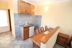 Кухня. Боко-Которская бухта, Черногория, Столив : Студия с балконом с шикарным видом на залив, возле пляжа