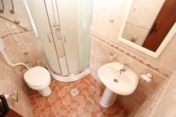 Ванная комната. Боко-Которская бухта, Черногория, Столив : Студия с балконом с шикарным видом на залив, возле пляжа