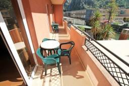 Балкон. Боко-Которская бухта, Черногория, Котор : Апартамент в Которе с отдельной спальней в 50 метрах от моря
