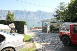 Вид на море. Боко-Которская бухта, Черногория, Столив : Студия с террасой с видом на залив, возле моря