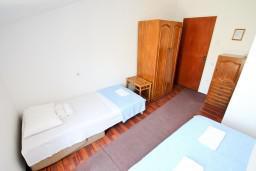 Боко-Которская бухта, Черногория, Столив : Комната для 3 человек, с балконом с шикарным видом на залив, возле моря