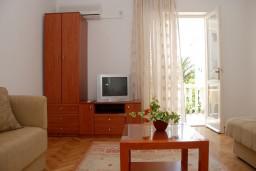 Гостиная. Рафаиловичи, Черногория, Рафаиловичи : Апартаменты на 7 персон, 2 отдельные спальни, 30 метров от пляжа