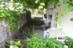 Терраса. Рафаиловичи, Черногория, Рафаиловичи : Апартаменты на 7 персон, 2 отдельные спальни, 30 метров от пляжа