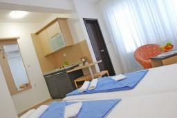 Студия (гостиная+кухня). Бечичи, Черногория, Бечичи : Студия в Бечичи с балконом