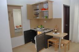 Кухня. Бечичи, Черногория, Бечичи : Студия в Бечичи с балконом