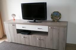 Гостиная. Бечичи, Черногория, Бечичи : Уютный, новый апартамент для 3-4 человек, 2 отдельные спальни, с балконом с видом на море