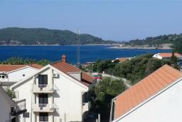 Вид на море. Бечичи, Черногория, Бечичи : Уютный, новый апартамент для 3-4 человек, 2 отдельные спальни, с балконом с видом на море