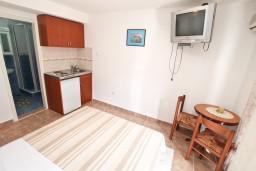 Студия (гостиная+кухня). Боко-Которская бухта, Черногория, Муо : Студия с балконом с шикарным видом на море, 20 метров до пляжа