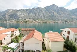 Вид на море. Боко-Которская бухта, Черногория, Муо : Студия с балконом с шикарным видом на море, 20 метров до пляжа
