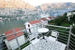 Балкон. Боко-Которская бухта, Черногория, Муо : Студия для 3 человек, с балконом с шикарным видом на море, 20 метров до пляжа