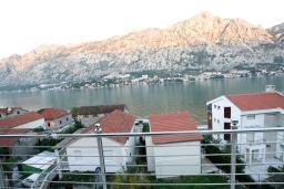 Вид на море. Боко-Которская бухта, Черногория, Муо : Студия для 4 человек, с балконом с шикарным видом на море, 20 метров до пляжа