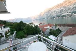 Вид на море. Боко-Которская бухта, Черногория, Муо : Студия для 3 человек, с балконом с шикарным видом на море, 20 метров до пляжа