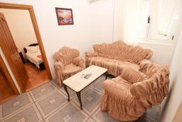 Гостиная. Рафаиловичи, Черногория, Рафаиловичи : Апартамент для 4 человек, с 2-мя отдельными спальнями