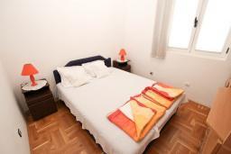 Спальня. Рафаиловичи, Черногория, Рафаиловичи : Апартамент для 4 человек, с 2-мя отдельными спальнями