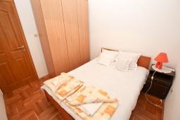 Спальня 2. Рафаиловичи, Черногория, Рафаиловичи : Апартамент для 4 человек, с 2-мя отдельными спальнями