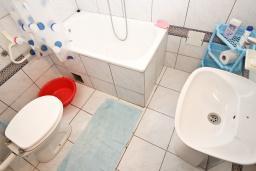 Ванная комната. Рафаиловичи, Черногория, Рафаиловичи : Апартамент для 4 человек, с 2-мя отдельными спальнями