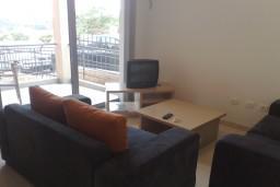 Гостиная. Бечичи, Черногория, Бечичи : Современный апартамент с отдельной спальней