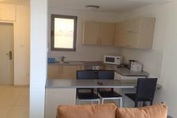 Кухня. Бечичи, Черногория, Бечичи : Современный апартамент с отдельной спальней