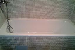 Ванная комната. Бечичи, Черногория, Бечичи : Современный апартамент с отдельной спальней, с балконом с видом на море