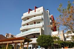 Фасад дома. Tri Ribara Lux 4* в Рафаиловичах