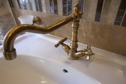 Ванная комната. Боко-Которская бухта, Черногория, Пераст : Роскошный 3-х этажный дом с 4-мя спальнями с ванными комнатами, высококачественная мебель ручной работы, панорамный вид на залив