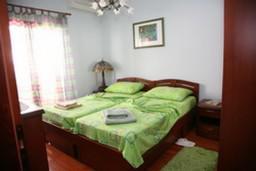 Спальня. Боко-Которская бухта, Черногория, Доброта : Апартамент №1 с отдельной спальней и боковым видом на море