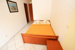 Бечичи, Черногория, Бечичи : Апартаменты на втором этаже с балконом с видом на море