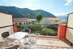 Балкон. Боко-Которская бухта, Черногория, Доброта : Студия с балконом с видом на море на вилле с бассейном