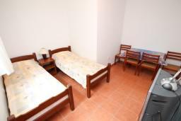 Спальня. Боко-Которская бухта, Черногория, Дражин Врт : Апартамент с 2-мя отдельными спальнями, с большой террасой с шикарным видом на море