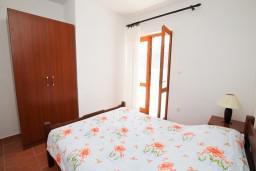 Спальня 2. Боко-Которская бухта, Черногория, Дражин Врт : Апартамент с 2-мя отдельными спальнями, с большой террасой с шикарным видом на море