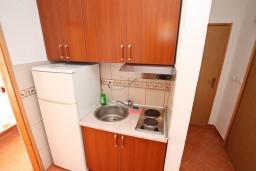 Кухня. Боко-Которская бухта, Черногория, Дражин Врт : Апартамент с 2-мя отдельными спальнями, с большой террасой с шикарным видом на море