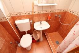 Ванная комната. Боко-Которская бухта, Черногория, Дражин Врт : Апартамент с 2-мя отдельными спальнями, с большой террасой с шикарным видом на море