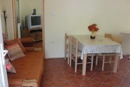 Боко-Которская бухта, Черногория, Костаньица : Апартамент для 4 человек, с отдельной спальней, с балконом с видом на море