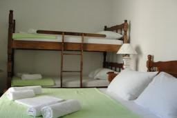Спальня. Боко-Которская бухта, Черногория, Костаньица : Апартамент с отдельной спальней, с балконом с видом на море