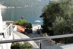 Вид на море. Боко-Которская бухта, Черногория, Костаньица : Апартамент с отдельной спальней, с балконом с видом на море