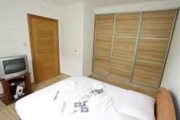 Спальня. Бечичи, Черногория, Бечичи : Апартамент в Бечичи с отдельной спальней в 300 метрах от моря